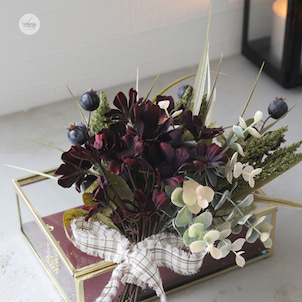 チョコレートコスモスのミニ花束の画像