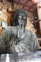 どうして柱の穴をくぐるの?  奈良の大仏様がいる東大寺・大仏殿の穴の謎