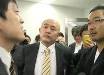 「ルール破り」読売記者にフリージャーナリストら詰め寄る 小沢元代表会見で「場外乱闘」