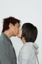 「キスフレ」健康法が流行! 女がキスにハマる理由