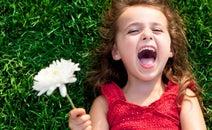 つくり笑いでストレスが吹き飛ぶ! ただ笑うだけでOKの「笑いヨガ」