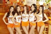 「HOOTERS渋谷店」4月21日オープン 初日は2014ミスフーターズジャパンが来店
