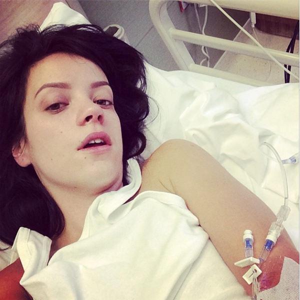 リリー・アレン、嘔吐が止まらず病院に運ばれる