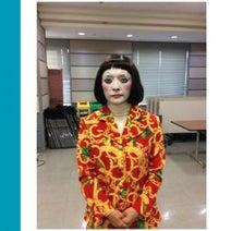 「ダメよ~ダメダメ」評論家の勝間和代さんが日本エレキテル連合の朱美ちゃんに扮した写真をアップ