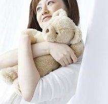 ベッドにぬいぐるみを置いている女性は○%! 手放せない理由とは?