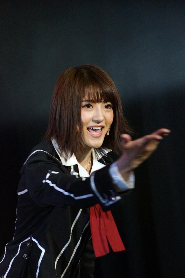 笑顔の若月佑美さん