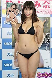 鈴木ふみ奈さんの水着