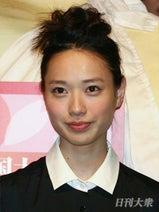 戸田恵梨香 前髪クネ男と破局も、さっそく共演者との新たな恋か?