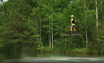 【革命的】まるでドローンに乗る人間! ホバーボードに乗って5メートル上空を280メートルも飛行