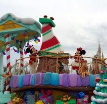 TDL クリスマス限定の新パレード『ディズニー・クリスマス・ストーリーズ』 【ツートンカラー上田の心ここにあらジン】