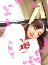 キンタロー。芹那の移動中の寝顔写真を公開「意外に可愛い」