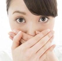 丸めたガムを舌の上に置く!? 歯科医が教える、自分で口臭を予防する方法とは?