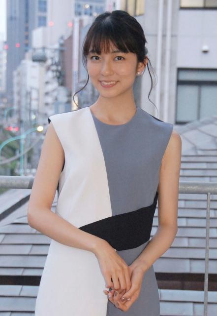 ファッションモデルの小島梨里杏さん