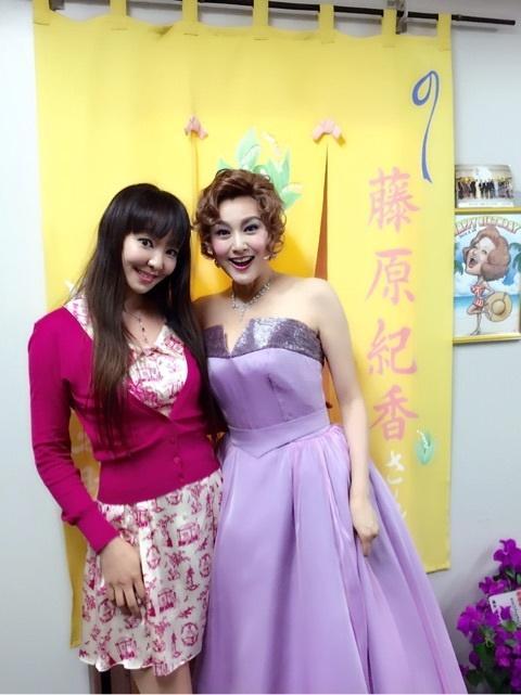 神田うの グラマラスな舞台衣装の藤原紀香と2ショット公開