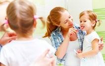 歯の専門家に聞いた! 仕上げ磨きが楽しくなるコツと、子どもの虫歯予防法