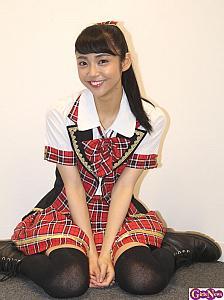 制服姿の山谷花純さん