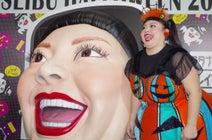 ハロウィンコスチュームの渡辺直美と一緒に「ワタナベナオミトレイン」に乗ってきた