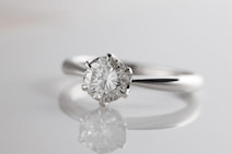 婚約指輪のダイヤ人気ランキング 4つのCの組み合わせで最も多かったのは?