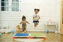 集合住宅でも親子でジャンプ!「静かなトランポリン」が大人気