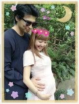 川崎希・アレク夫妻 公園でセルフマタニティーフォト撮影