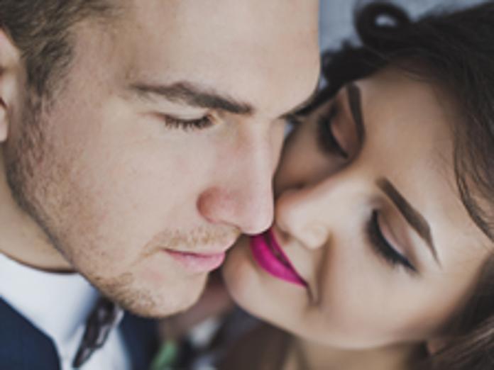うつる 梅毒 キス 強い感染力の「梅毒」が女性に急増!キスやコップからも感染!!