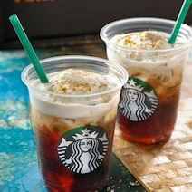 スタバに新しい水出しコーヒー登場--ふんわりクリームに2種のフレーバー