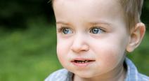 子どもが目をよく擦る場合は注意。さかさまつげの基礎知識