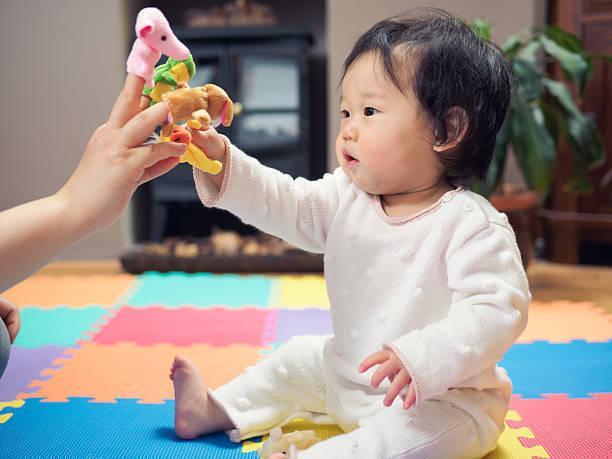 f84d3ae776d27  医師監修 生後7ヶ月の赤ちゃんの発育目安は? おすすめの遊び・おもちゃ - Ameba News  アメーバニュース