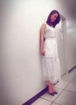 遼河はるひ 全身真っ白コーデに照れる「今度はドレス」の声