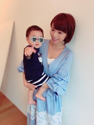 釈由美子 1歳息子が「おいきなさい」ポーズ、「DNA」「さすが親子」の声