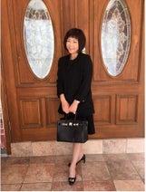 堀ちえみが「高校説明会」ファッション披露、韓国スーツ着用