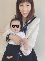 安田美沙子 セーラー服姿で生後4か月の息子を抱っこする姿公開「これも記念」