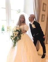 ぺこ りゅうちぇるとの結婚式のこだわりは「アメリカンレトロ」、ドレスもデザイン
