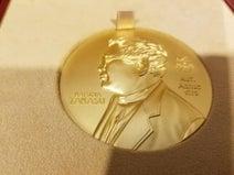"""高須院長""""高須平和賞""""授与のためにチベットへ「ノーベル賞のメダルより純度が高く重くて大きい」"""