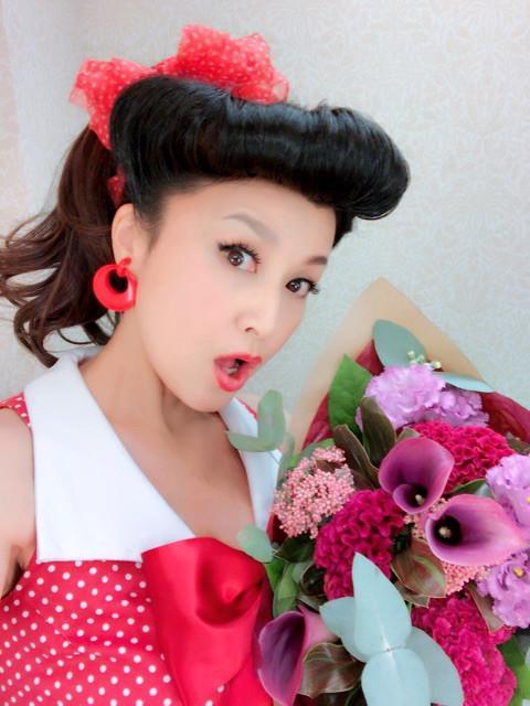 藤原紀香、50年代風メイクとファッションを披露し「テンションがあがり」