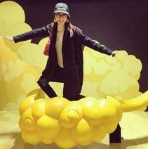 矢田亜希子、『ドラゴンボール』の世界観に大興奮 筋斗雲でノリノリポーズ