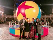 新垣里沙、ディズニーで家族写真を公開「テンションあがりまくり」