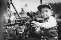 アメリカの銃規制問題と浮き彫りにされた教師たちの #ArmMeWith ムーブメント