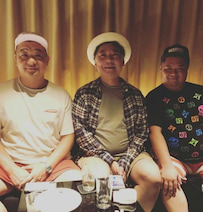鈴木おさむ、TKO木下&ブラマヨ小杉との3ショット公開「一番体重が多いのは誰でしょう??」