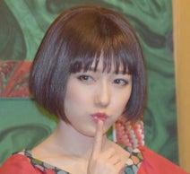 渡辺麻友、初主演ミュージカルで七変化 赤ワンピやシスター姿など披露
