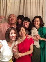 森尾由美、松本明子のデビュー35周年初ライブへ「笑って泣いてあっこに酔いしれた」