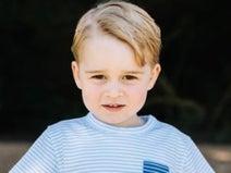 ジョージ王子、従姉のサバンナ王女に突き飛ばされて芝生の上をズルズル