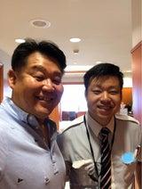花田虎上、仕事中の息子と笑顔の2ショット「ジーンときました」「良く似てます」の声