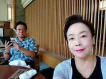 高橋英樹、東京のホテルで妻とスイーツ「俺って女の子みたい(笑)」