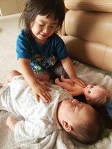 東尾理子、長女・青葉ちゃんが妹を寝かしつけている姿を発見「女の子だな~」