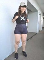 ジブリのヒロイン風コント芸人・石出奈々子、短パン姿を公開「爆発してます!」
