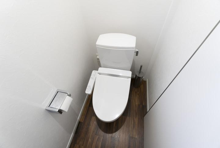 サニタリーボックスとトイレマットを撤去したらトイレが快適になった