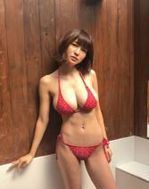 岸明日香、史上1番ベストな体型でのビキニ姿公開に「すごくスリム」「引き締まったいい体」の声