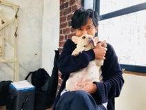 稲垣吾郎、草なぎの愛犬・くるみちゃんとのアツアツ2ショットに「癒やされる」の声