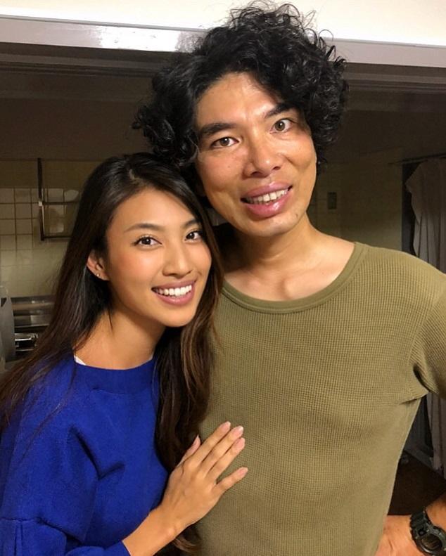 青山めぐ『ブラックスキャンダル』で夫婦役の片桐仁と寄り添いショット ...